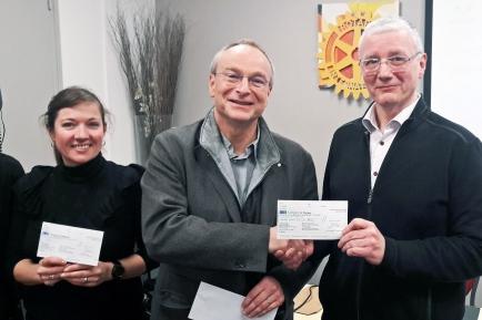 Mme Rossignol (CIAS), Guy Bernard (président RC Villefranche), Jean-François Bres (Foyer Sans Abri).