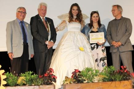 Miss Rhône-Alpes 2017 portant la robe de Marguerite d'Autriche créée par Sylvie BERRY lors de la Conférence de District le 17 Juin 2017